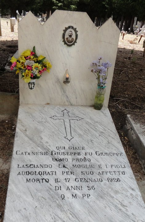 Death and burial records in Italy. Tombstone photos.
